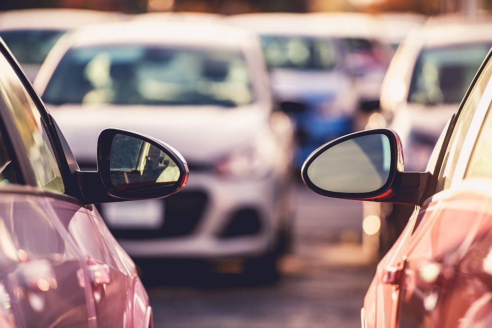 Jak zachować się przy stłuczce na parkingu?