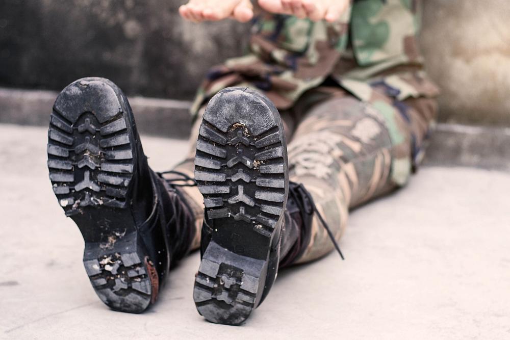 Kto stosuje odzież wojskową?